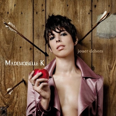 album_mademoiselle_k_jouer_dehors.jpg